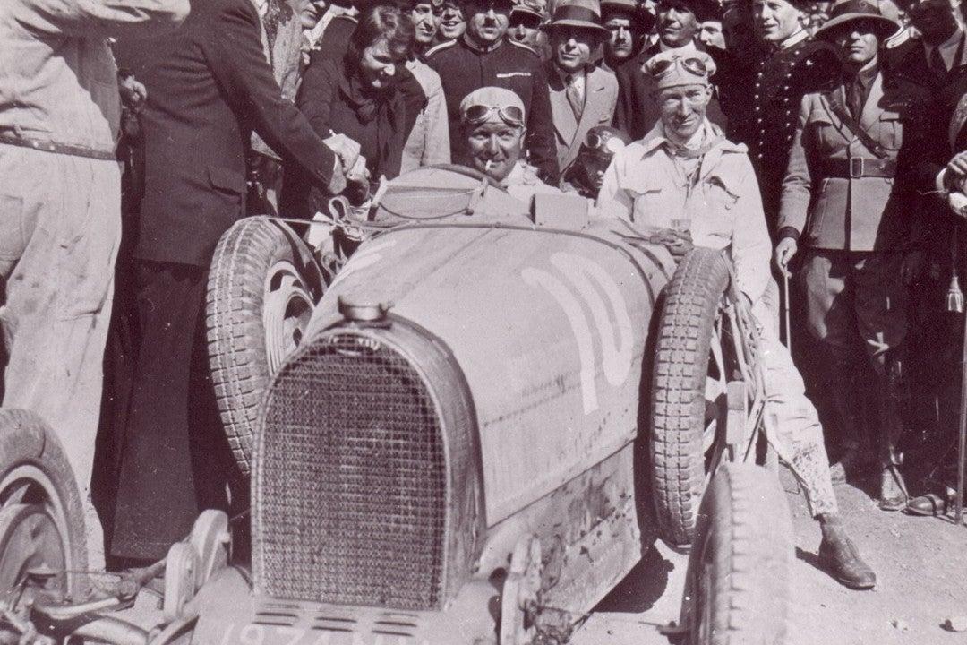 Alberto Divo al volante de un Bugatti Type 35