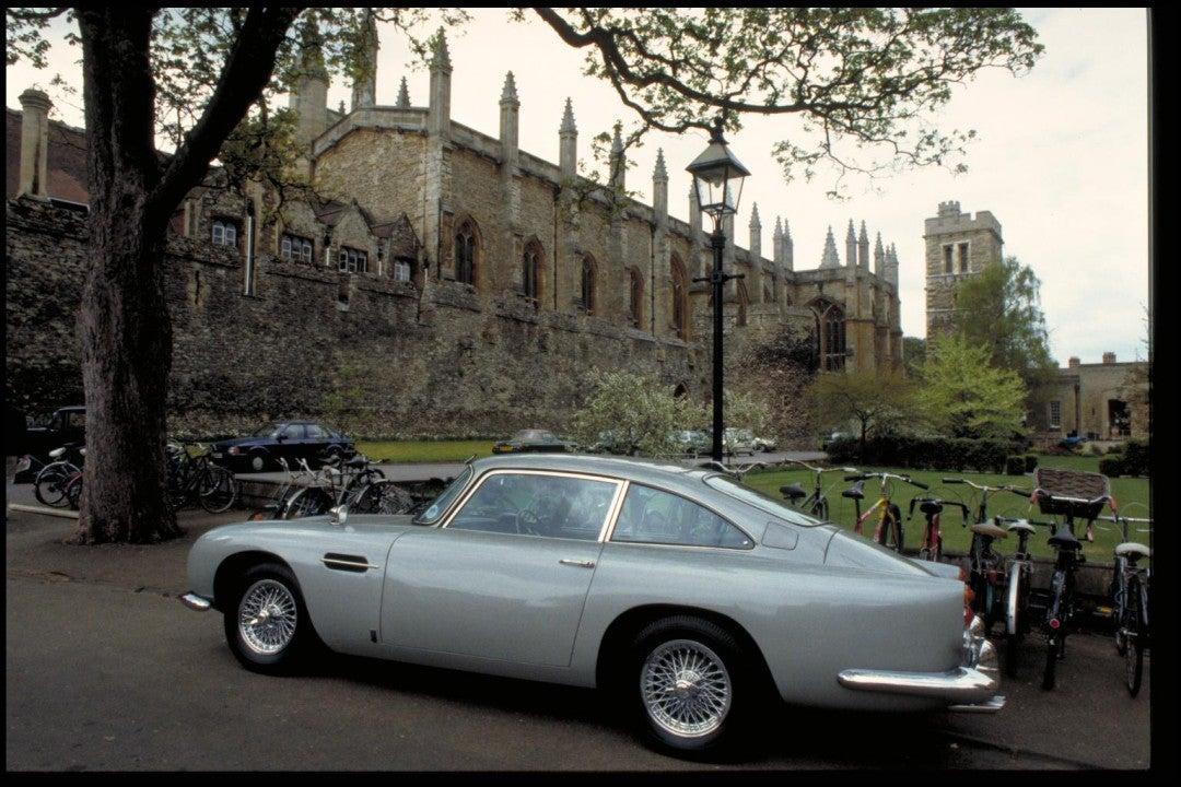 Aston Martin recrea el icónico James Bond Goldfinger DB5-lateral