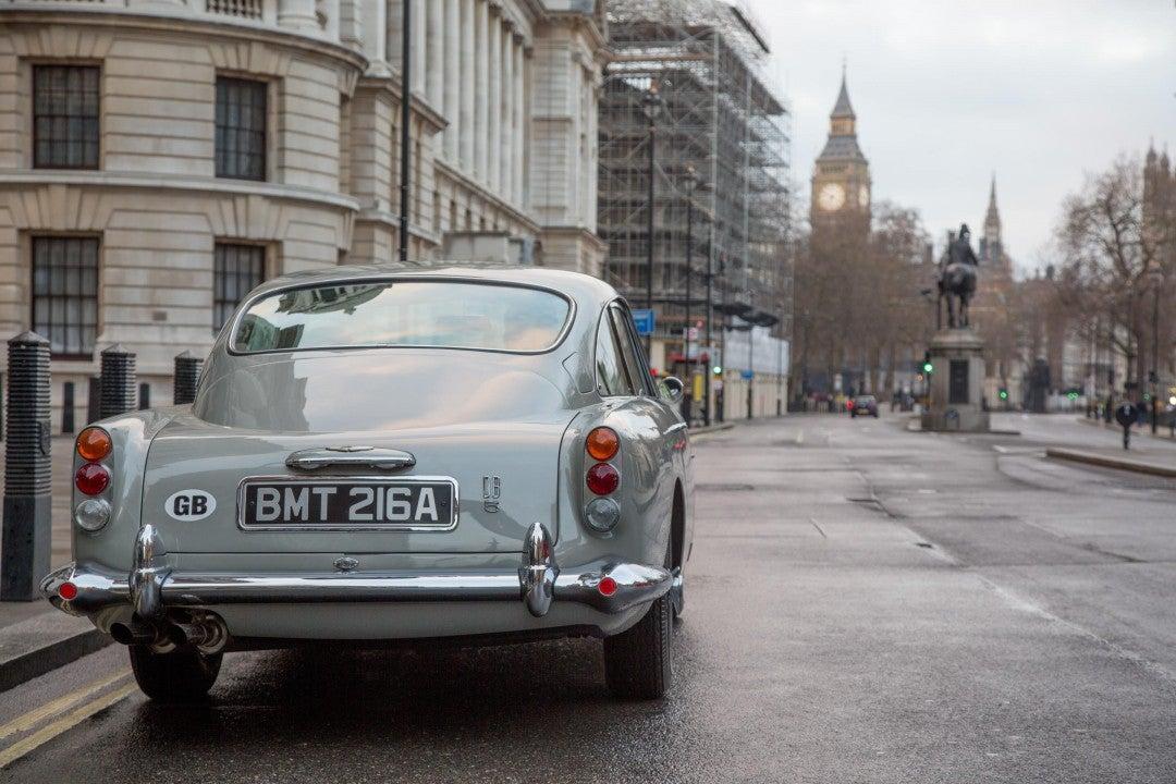 Aston Martin recrea el icónico James Bond Goldfinger DB5-trasera