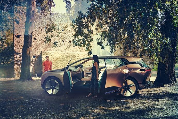BMW Vision iNEXT-puertas opuestas