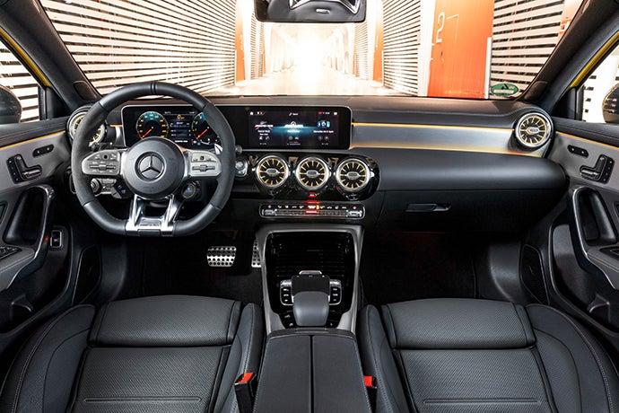 Nuevo Mercedes-AMG A 35 4MATIC 2019-interior