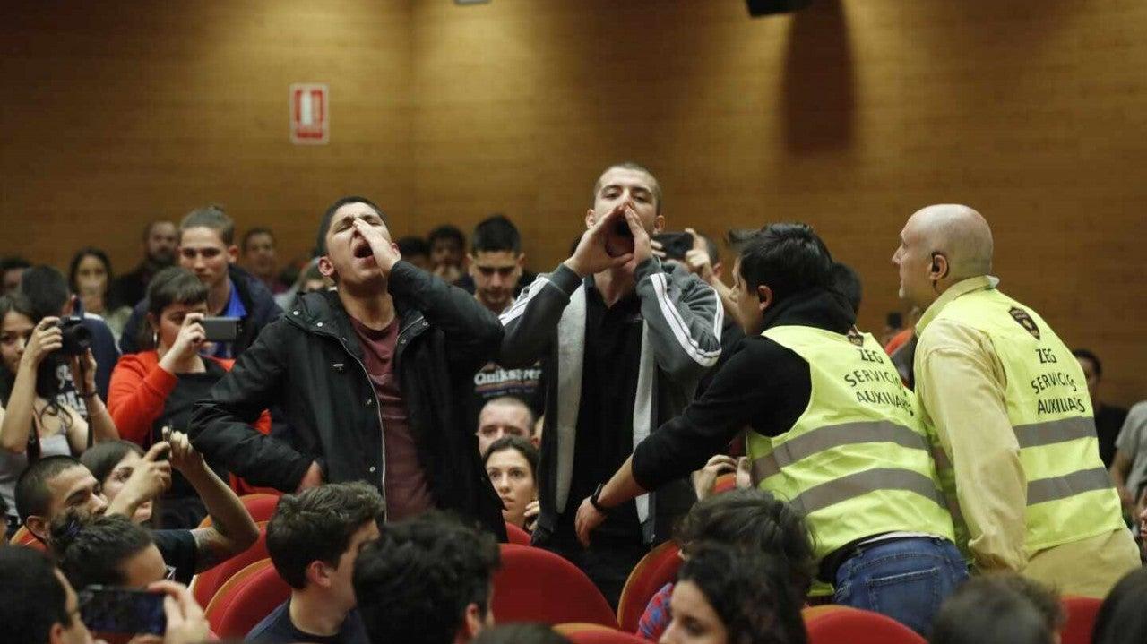 Escrache a Pablo Iglesias en la Universidad Complutense de Madrid