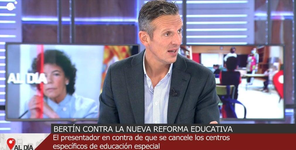 Joaquín Prat presentando