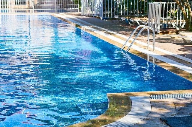 pool 4350169 640
