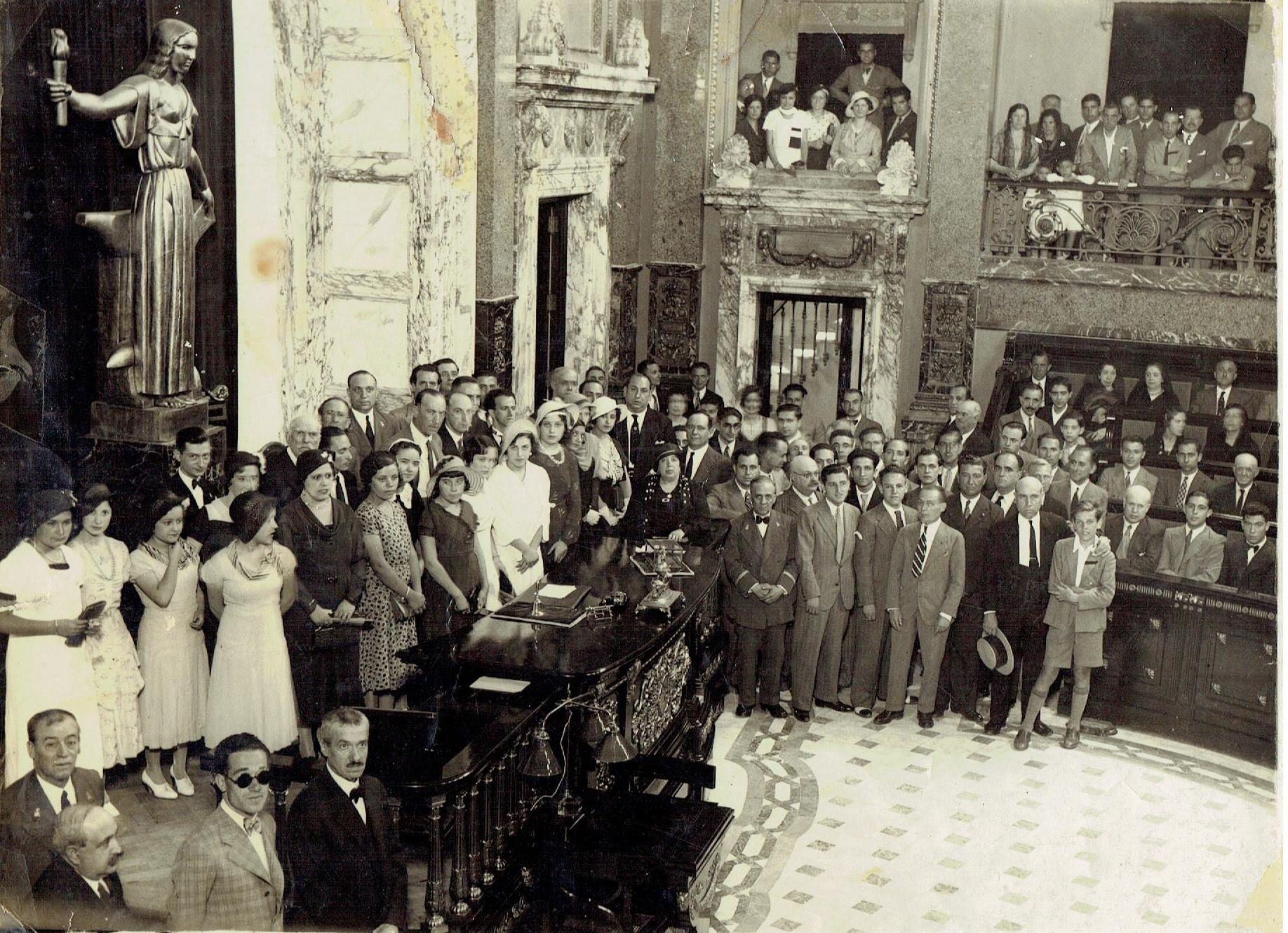 Valencia antigua cuando facebook se convierte en for Fotos antiguas de valencia