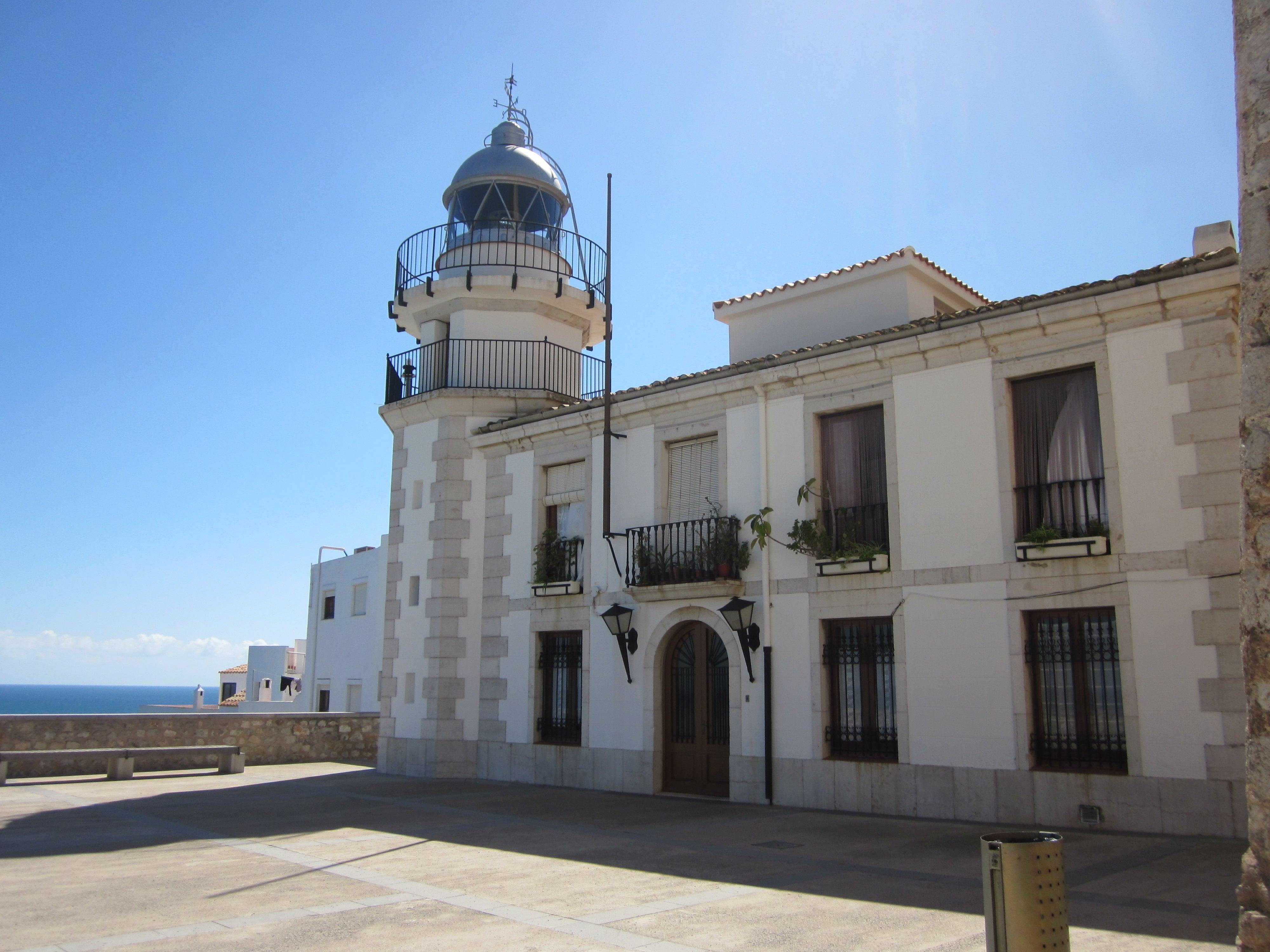 Faro_de_Pescola