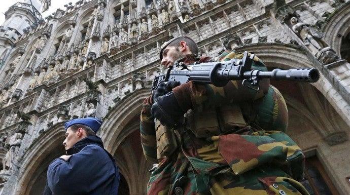 Varias operaciones policiales pusieron en jaque a los vecinos en el centro de Bruselas.
