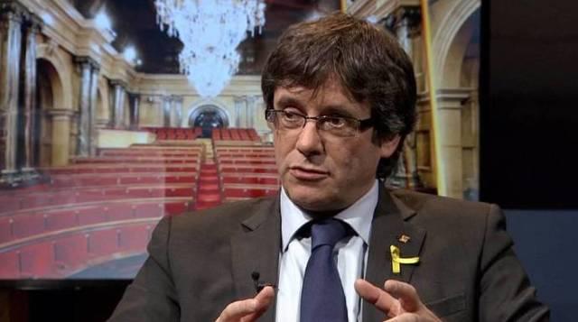 Para Ciudadanos, la gota que ha colmado el vaso es la entrevista que el director de la televisión pública catalana le hizo este domingo a Puigdemont, un huido de la Justicia.