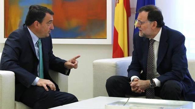 Mariano Rajoy junto a Aitor Esteban.