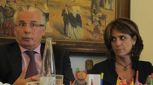 La fiscal y nueva ministra de Justicia, Dolores Delgado, junto al juez Baltasar Garzón.