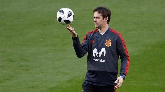 El presidente de la RFEF, Luis Rubiales, ha anunciado la destitución del seleccionador tras anunciarse su fichaje por el Real Madrid: todos los integrantes de la selección deben `cumplir`.