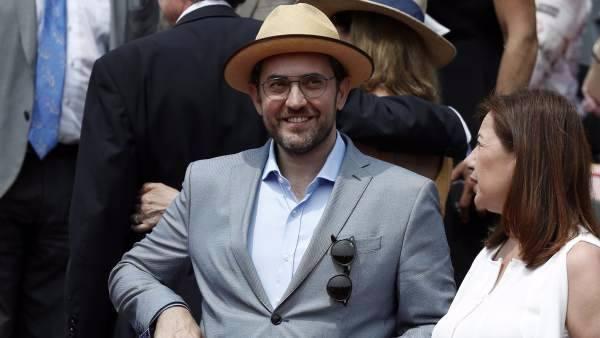 Hasta el exministro socialista Miguel Sebastián ha insinuado que debería dimitir, pero el presidente tiene intención de mantener a su titular de Cultura pese a que es un defraudador.