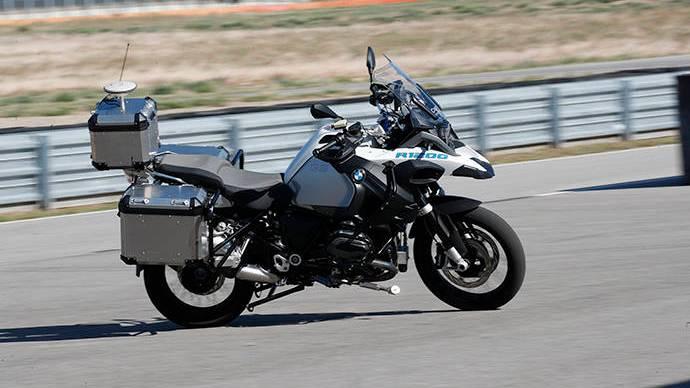 BMW Motorrad prueba en Francia su primera motocicleta autónoma