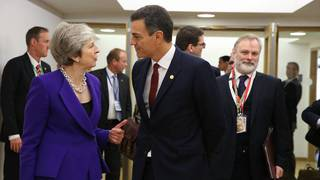 Pedro Sánchez y Theresa May.