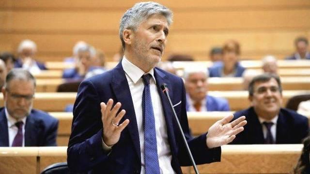 Marlaska enfurece a la Guardia Civil por cómplice del boicot xenófobo del Gobierno de Navarra