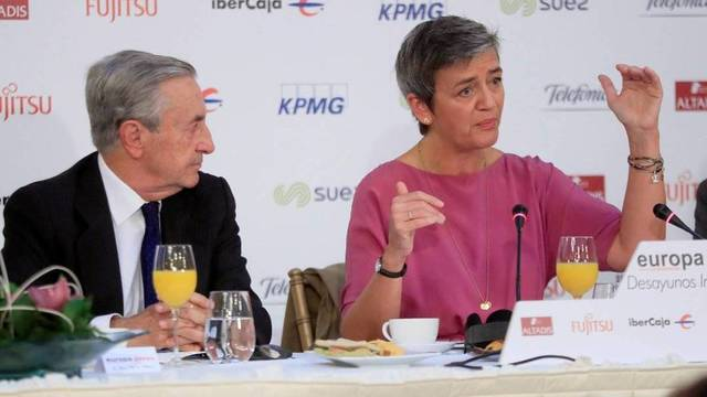La implacable comisaria europea viene a España a dar una lección a Podemos