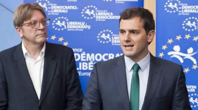 Un líder europeo arruina en un tuit la campaña del PSOE contra Cs por el acuerdo andaluz