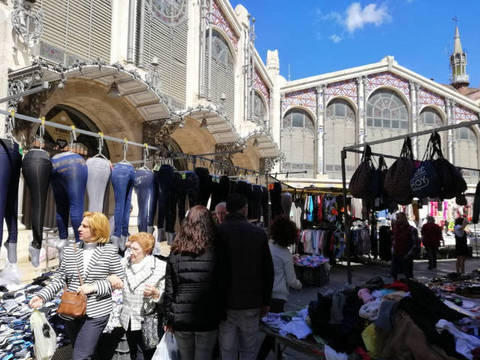 2019/04/08/md/59040_mercadillo_junto_a_mercado_central_de_valencia.jpg