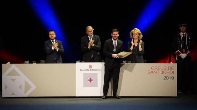Lionel Messi es condecorado con la Cruz de Sant Jordi - Somos Deporte