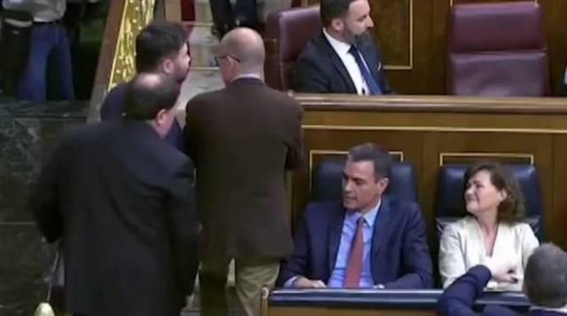 Abascal se niega a saludar al preso golpista Junqueras