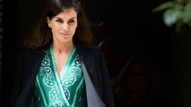 """Pilar Eyre aborda la """"desaparición"""" de las hijas del Rey y expone a Doña Letizia"""