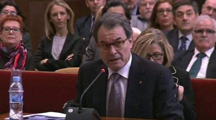 La Fiscalía defiende que Artur Mas cobre su pensión pública de «ex» pese a su inhabilitación