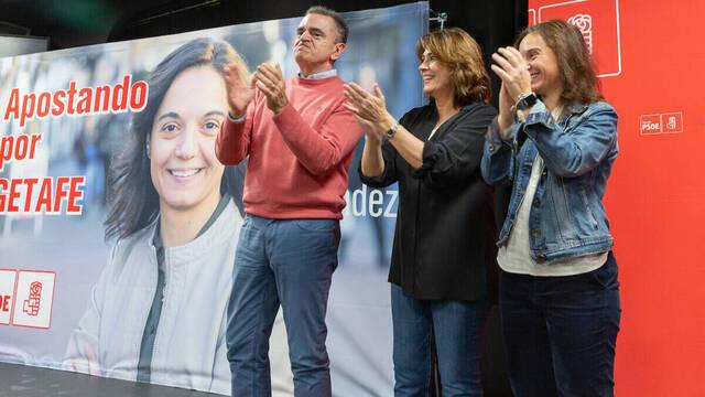 El delegado del Gobierno en Madrid junto a la fiscal general del Estado en un acto del PSOE.