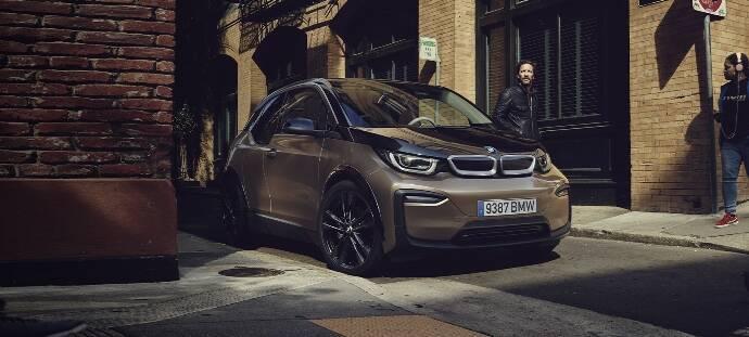BMW se alía con Alphabet para la movilidad premium flexible