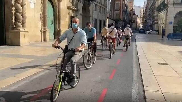 Concejales de Podemos de Sant Joan, El Campello y Alicante van en bici a trabajar