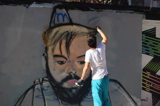 J. Warx con su mural de Ibai