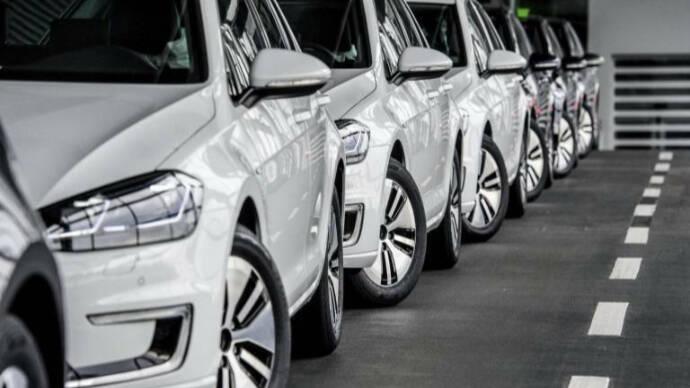 El Impuesto de matriculación deja las ventas de coches a la mitad