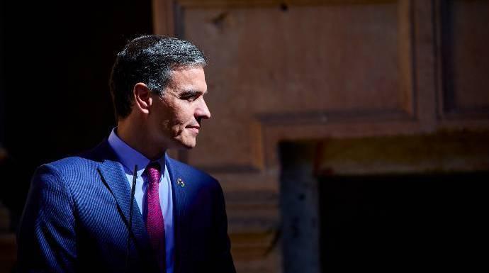 Sánchez cierra el curso encadenado a Aragonés cercado por la Justicia y por Junts