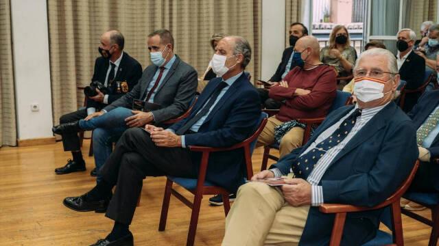 Francisco Camps y Jorge Alarte, en la inauguración de la exposición de HNME dedicada al Rey Felipe VI